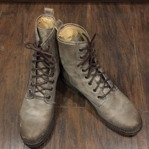 Distressed Frye boots size 7.5B